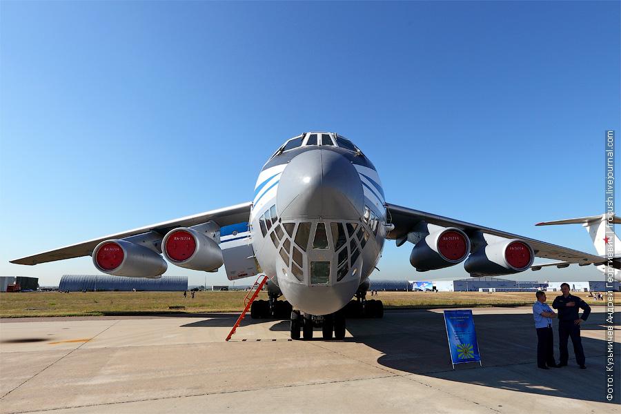 Военно-транспортный самолет ИЛ-76МД фотография