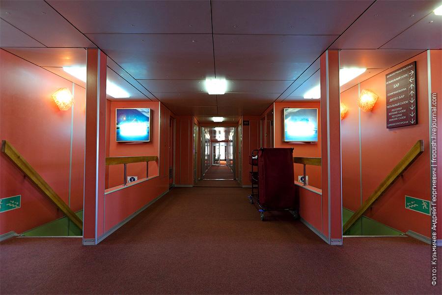 фотография интерьера шлюпочной палубы теплохода Семен Буденный