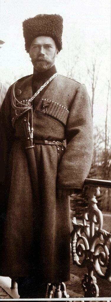 Николай Второй --казак, на балконе Александровского дворца.