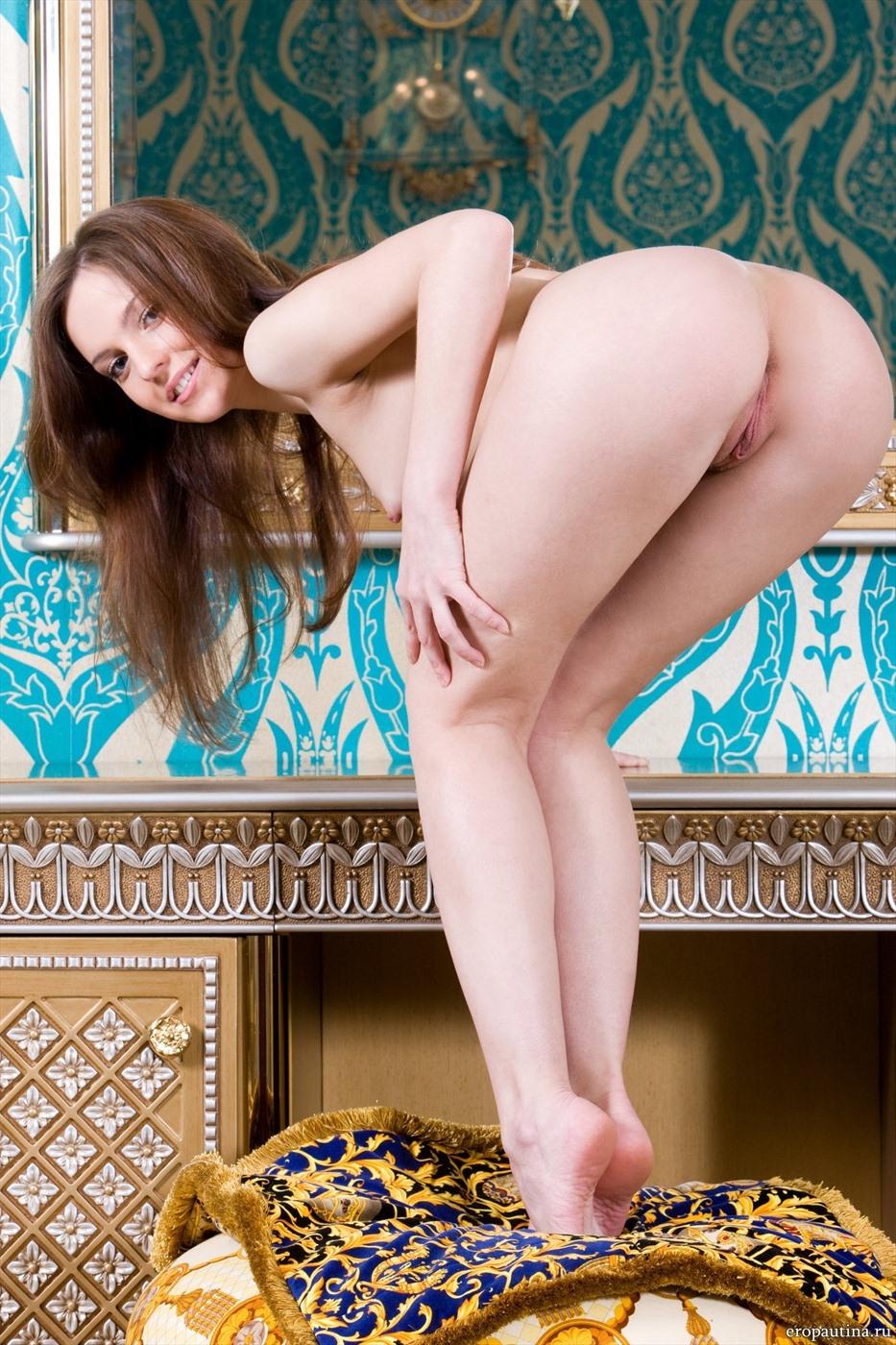 Эротика в роскошном номере (17 фото)