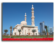 ОАЭ. Шарджа. Mosque in Sharjah City, United Arab Emirates. Фото  Philip Lange - shutterstock