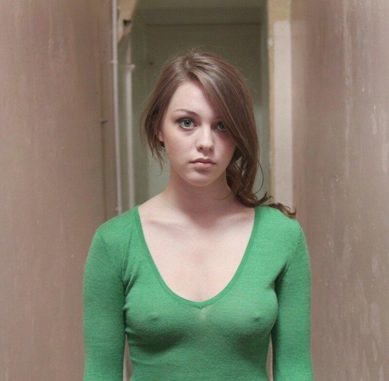 Красивое лицо, или большая грудь?