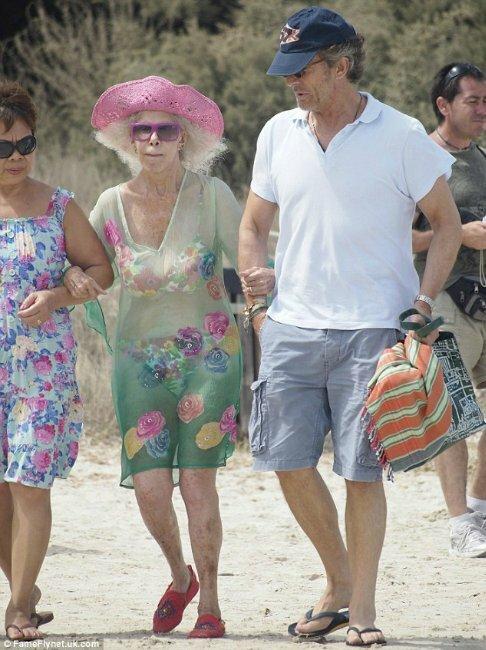 86-летняя герцогиня в бикини