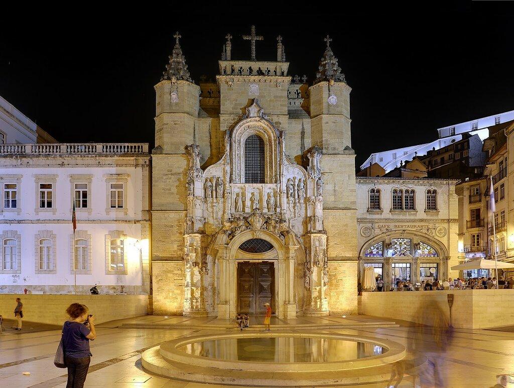 Ночная Коимбра. Площадь 8 мая (Praça 8 de Maio). Церковь Санта-Круш (Igreja de Santa Cruz)