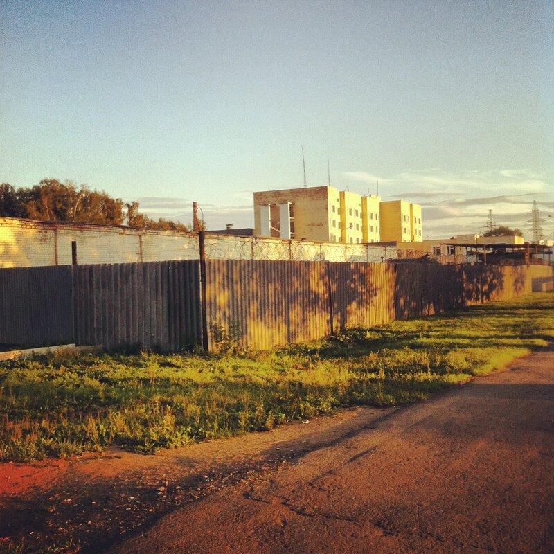 Фабрика ОМОНа (обычно я снимаю эту казарму с фасада)