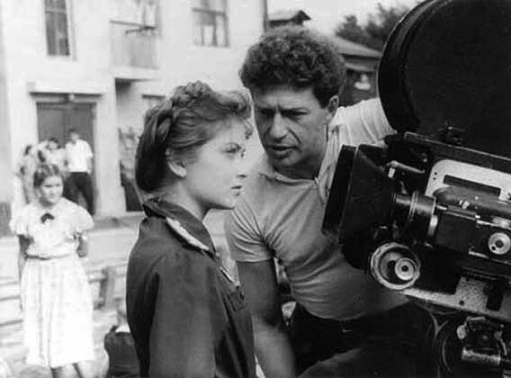 """Яков Сегель и Жанна Болотова на съемках фильма """"Дом, в котором я живу"""", 1956 год."""
