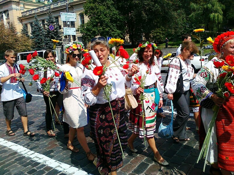 Участницы Парада вышиванок 2012 в Киеве
