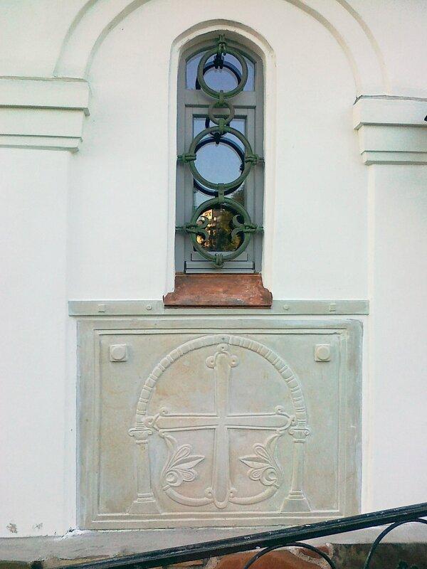 Узоры под окном Десятинного монастыря