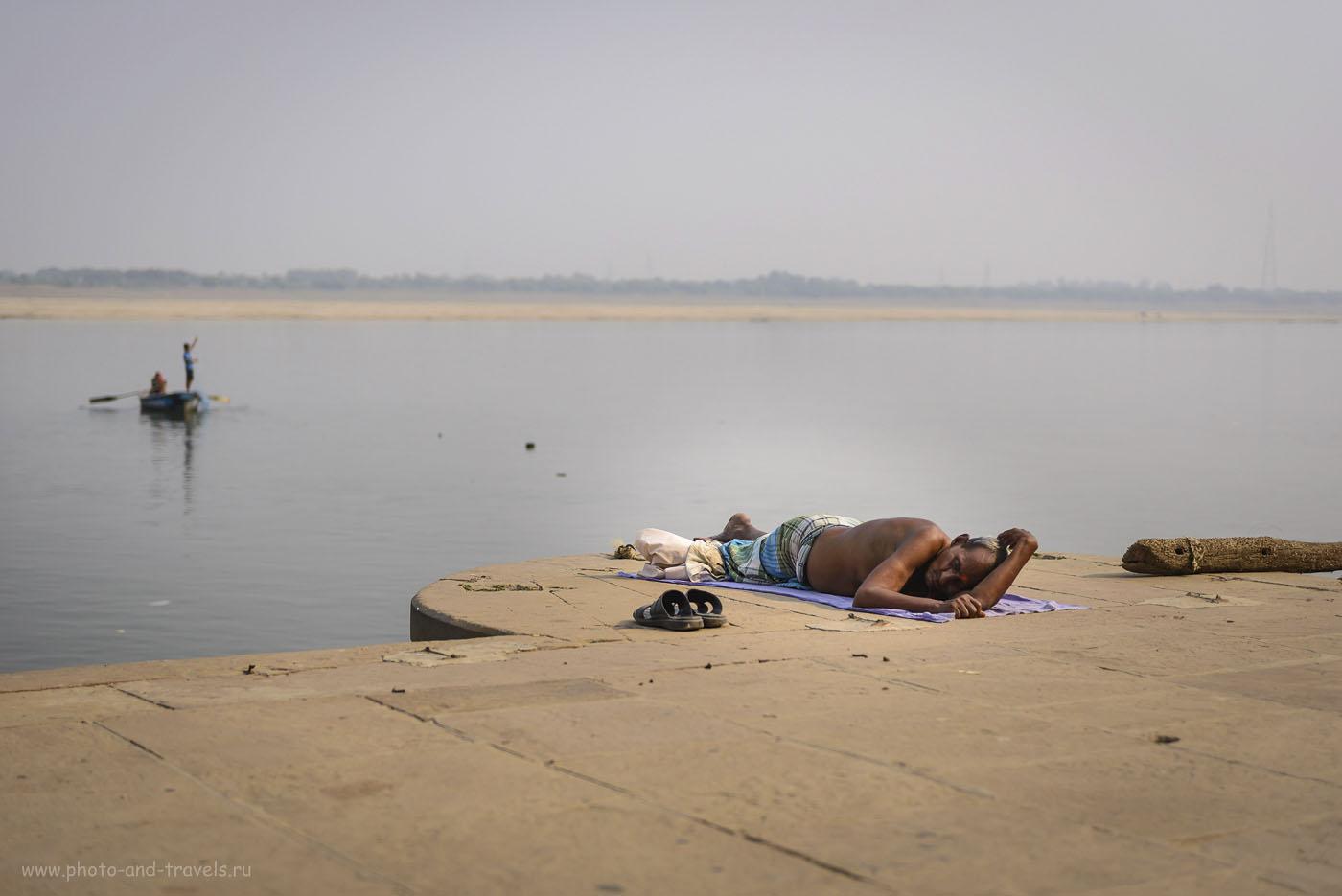Фотография 3. Отдых на берегу Ганга в Варанаси. Отзывы туристов о путешествии по Индии самостоятельно. 1/1250, 2.8, ISO 64, 56 мм.