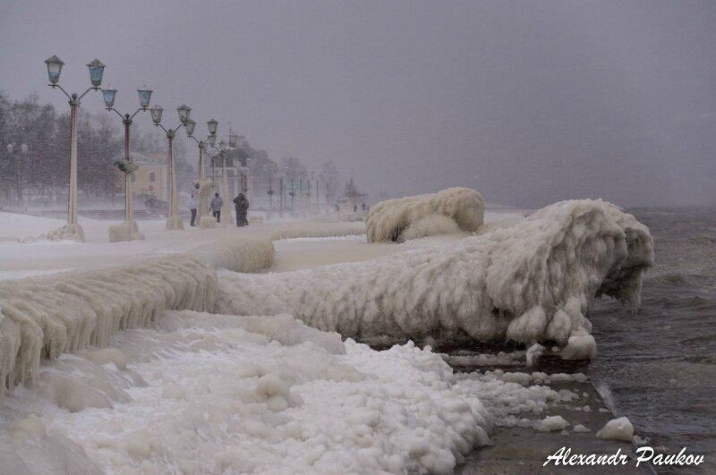 Ледовый апокалипсис в Петрозаводске. Набережная Онеги