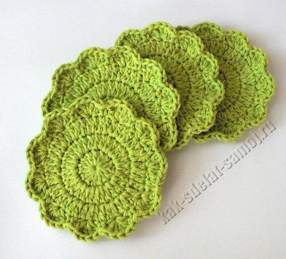 Из цветастых остатков можно сделать помпоны, или подставки под горячее, связанные крючком, и.