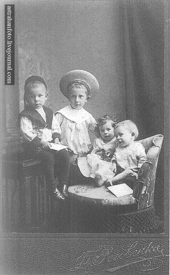 Дети нотариуса И. Скворцова. 1913.