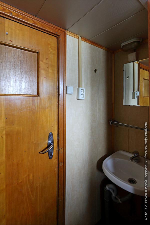 Умывальник в двухместной двухъярусной каюте №126 на нижней палубе. теплоход Г.В.Плеханов