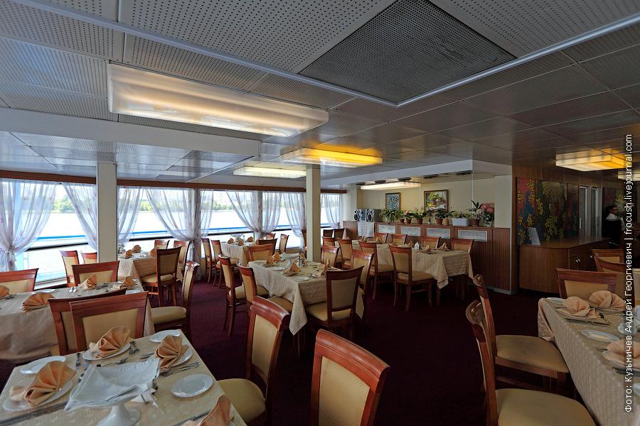 фотографии ресторана кормовой части средней палубы теплохода Семен Буденный