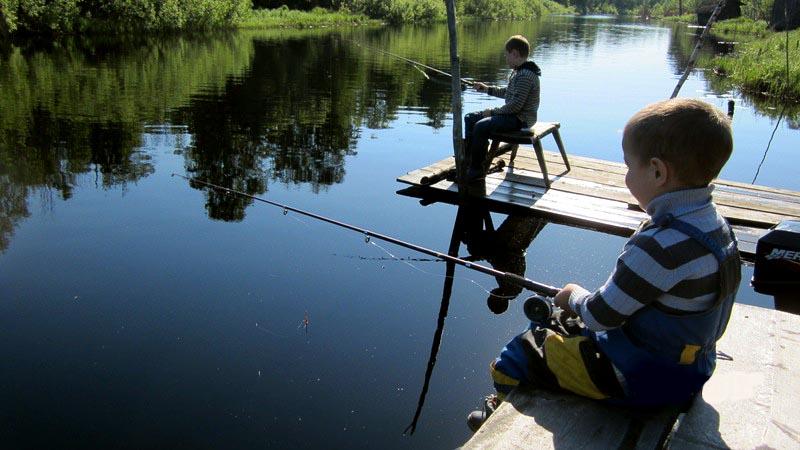 рыбак поймал в первый день 12 рыб