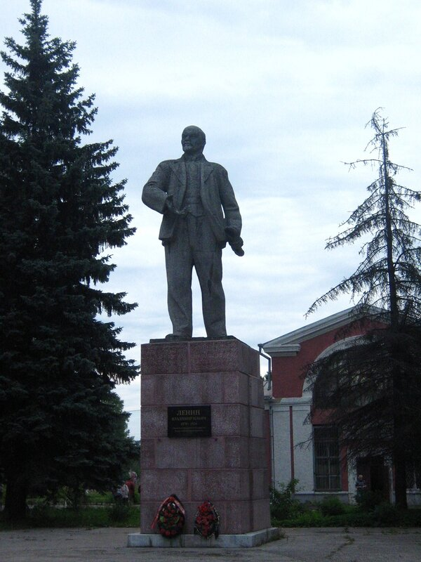 Ленин на вокзале в городе Великие Луки