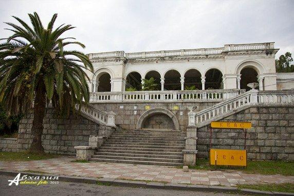 Брошенные строения Сухума