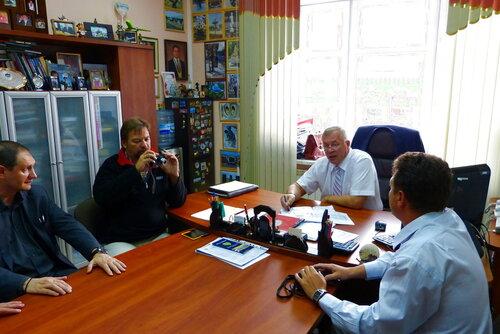 На встрече с Борисовым нам расказывают как в Тюмень квартальные