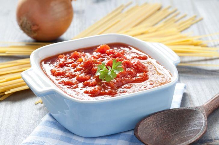 2. Томатный соус из Италии — лучшая приправа к пасте и пицце Разогреть немного оливкового масла на д