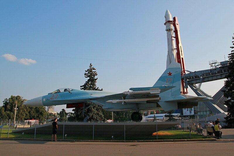 Истребитель Су-27  - Военная техника на ВДНХ