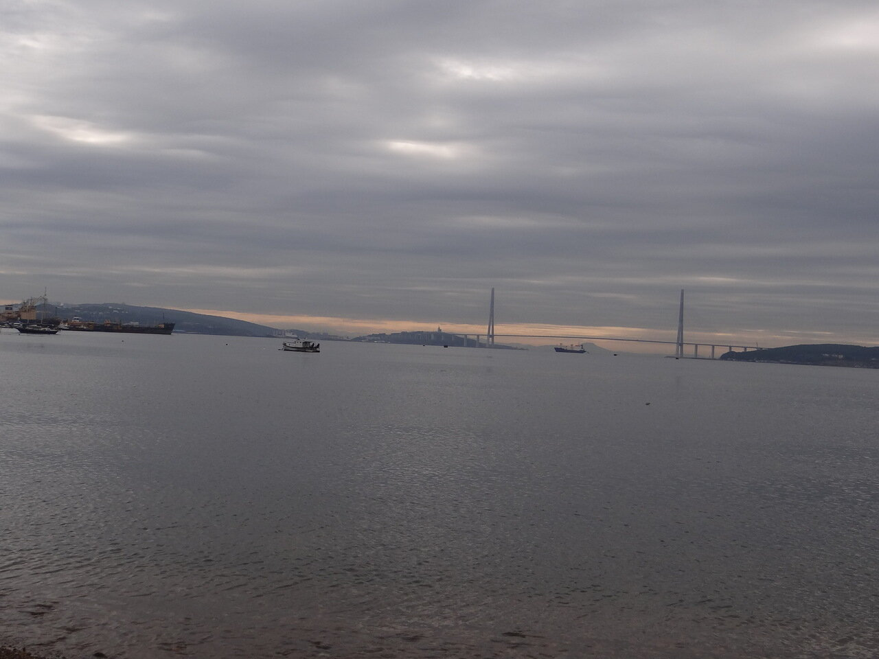 Vladivostok. Water area. Bridge. 符拉迪沃斯托克。水域面積。大橋。