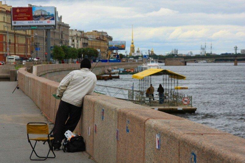 Рыбак на набережной Робеспьера