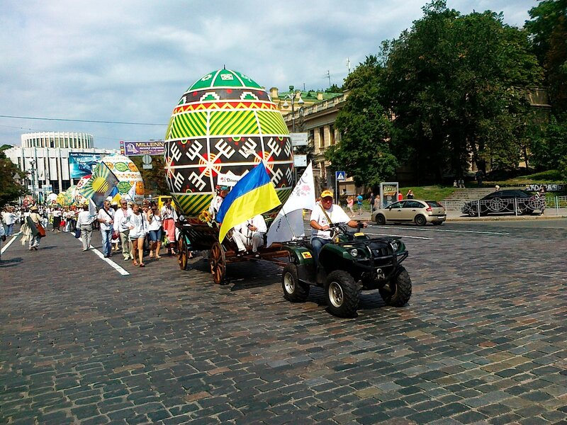 Парад вышиванок в День Незалежности 2012