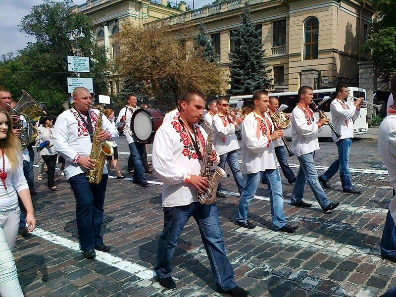 Оркестр на Параде вышиванок 2012 в Киеве