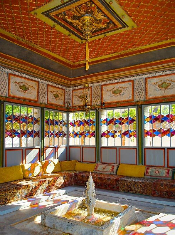Ханский дворец. Летняя беседка