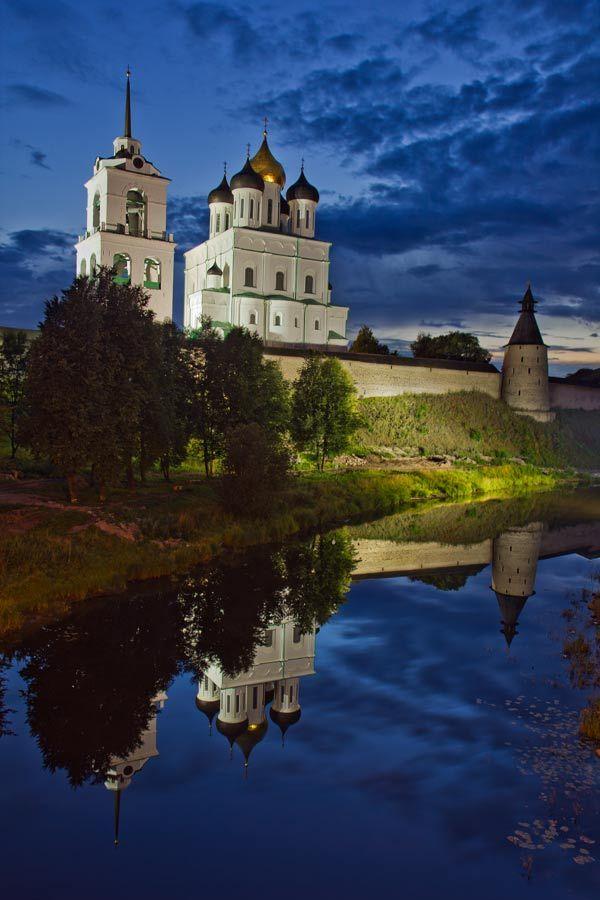 Псковский кремль: колокольня, Троицкий собор, Наугольная башня