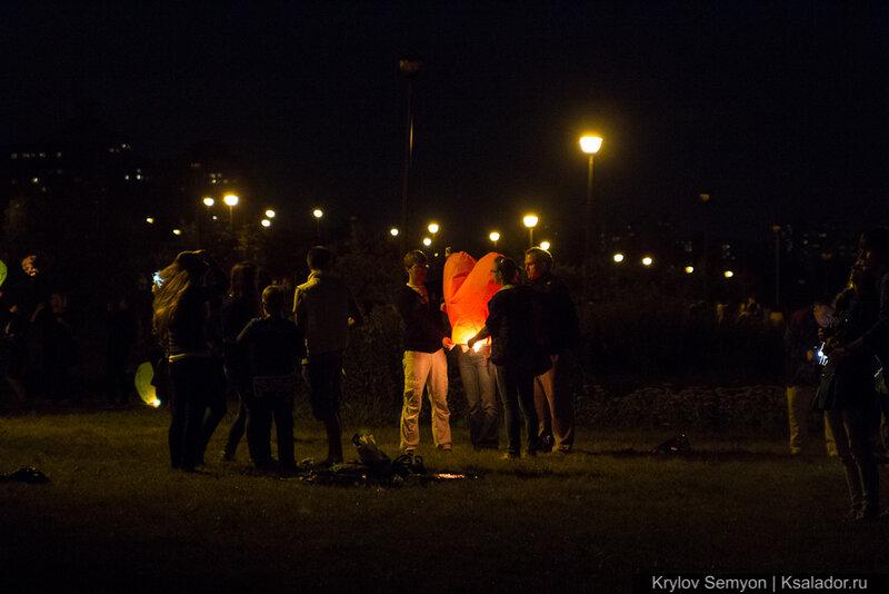 флэшмоб по запуску небесных фонариков