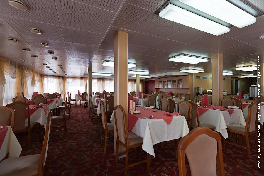 Ресторан в кормовой части главной палубы фото теплоход Михаил Фрунзе
