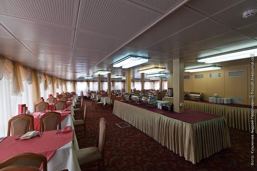 Ресторан в кормовой части главной палубы теплоход Михаил Фрунзе