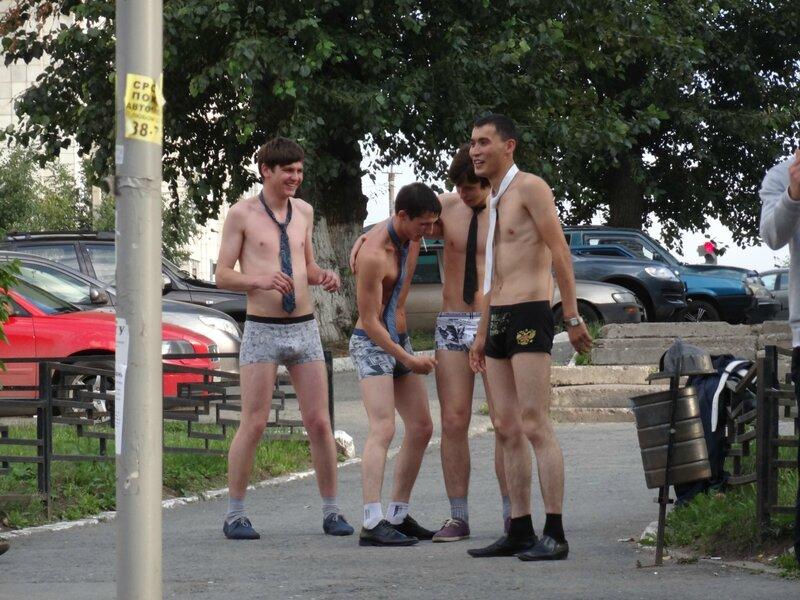 Фото голых парней на улицах, эротические фото русских лыжниц
