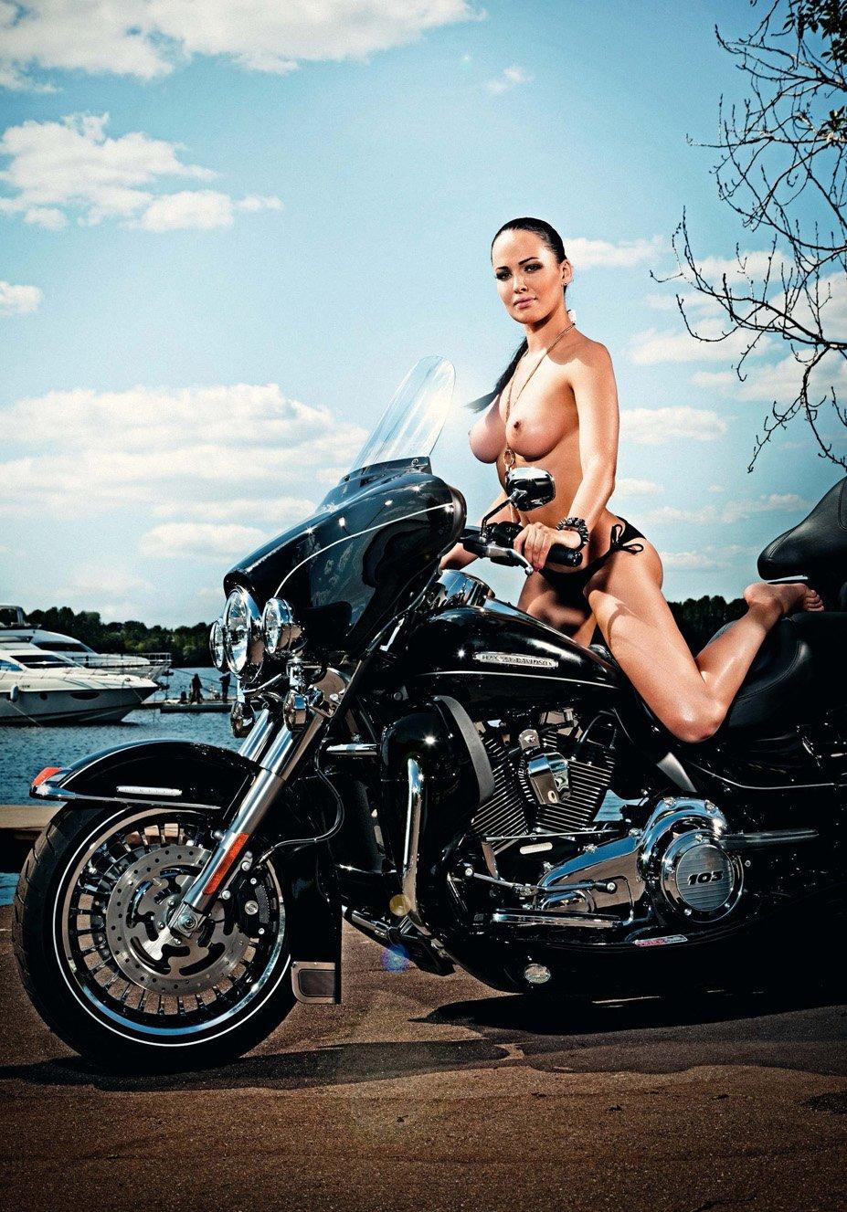 Даша Астафьева в журнале XXL, сентябрь 2012 / фотограф Александр Коробов