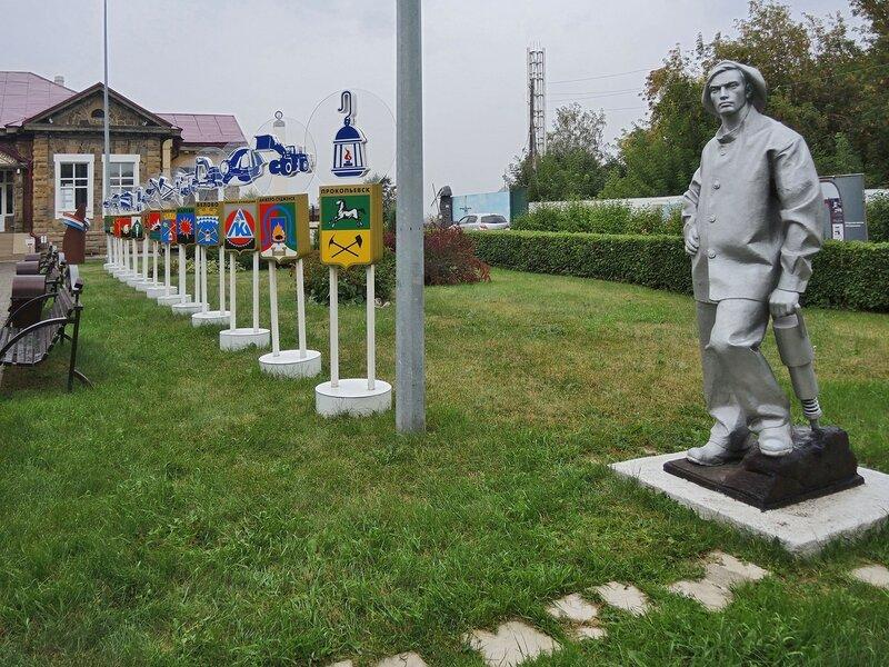 Памятник шахтеру