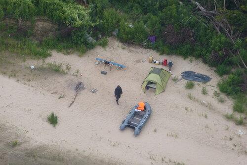 Туристы на острове расположились прямо под канатной дорогой бор