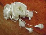 Розы в свадебную прическу