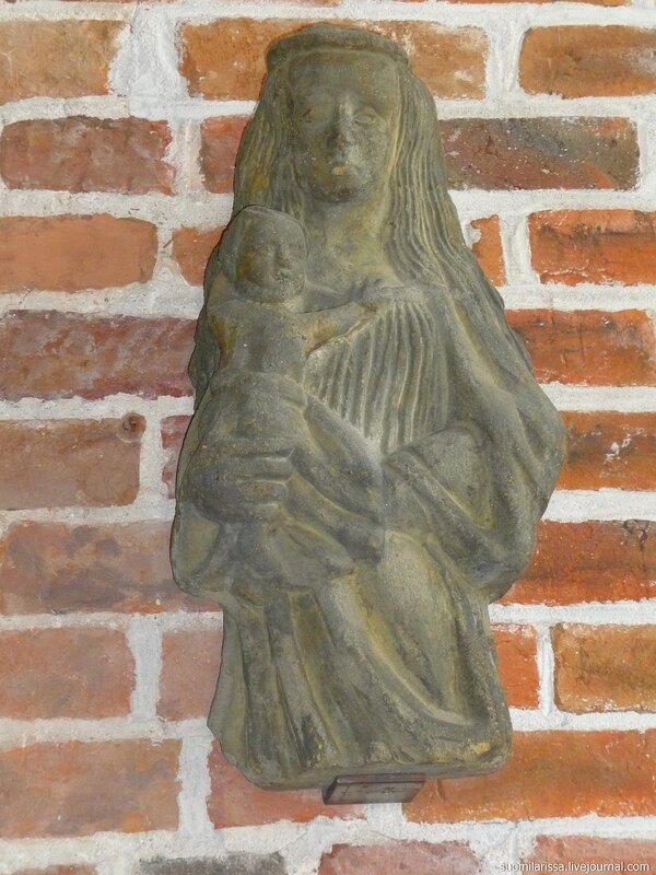 Средневековая скульптура Мадонны, 15 в.