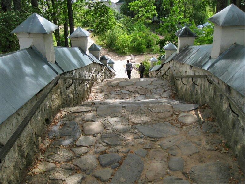 Пушкинские горы, Святогорский монастырь. Лестница
