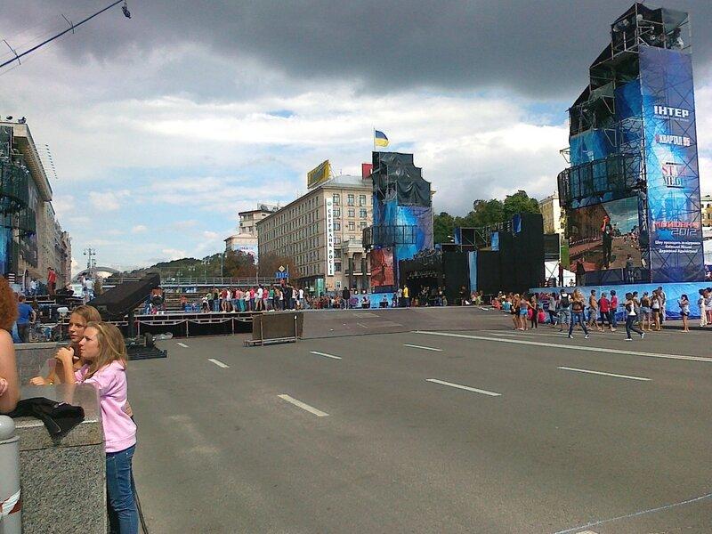 Команда репетирует на танцевальном помосте Майданс-3