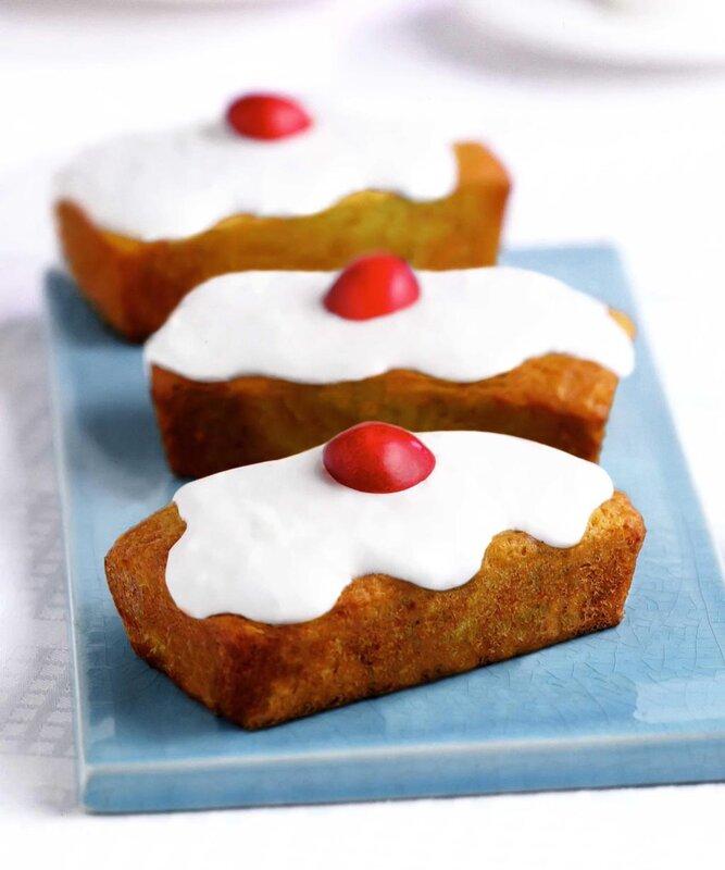 Кокосовые пирожные с клюквой.  Кулинария.  Такие пирожные не только прекрасно украсят ваш праздничный стол...
