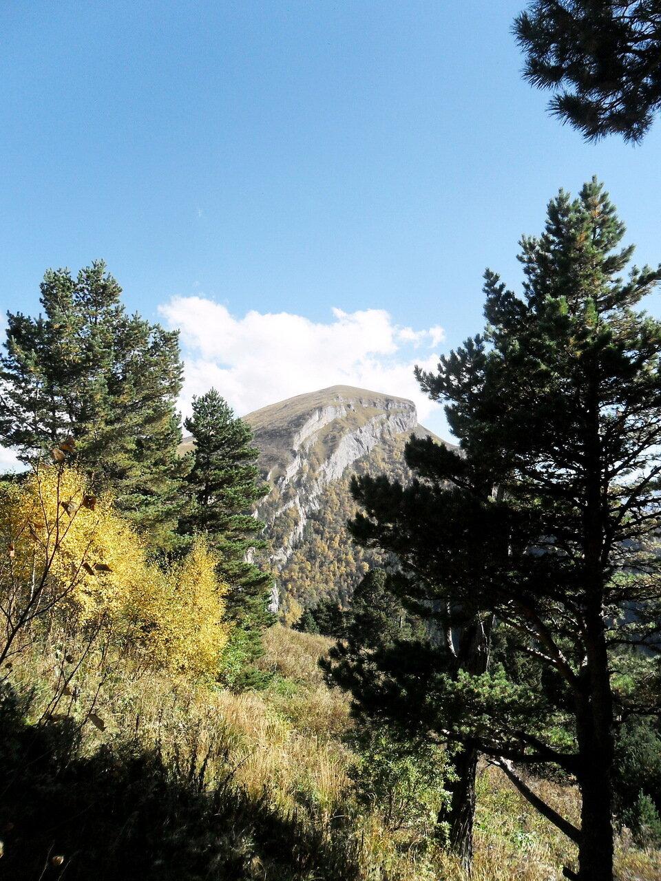 Поход, вид на Малый Тхач,  Кавказ,  сентябрь 2012