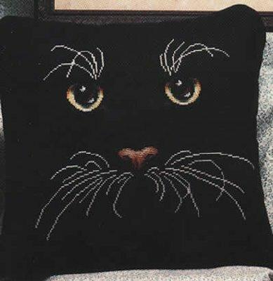 """Вышивать мало, а эффект- потрясающий!  Вышивка.  Подушка  """"Черный кот """" ."""