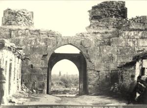 Крепостные ворота, ведущие в сады