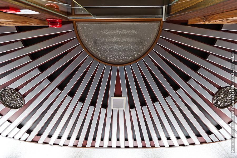 Потолок читального салона теплоход Лев Толстой
