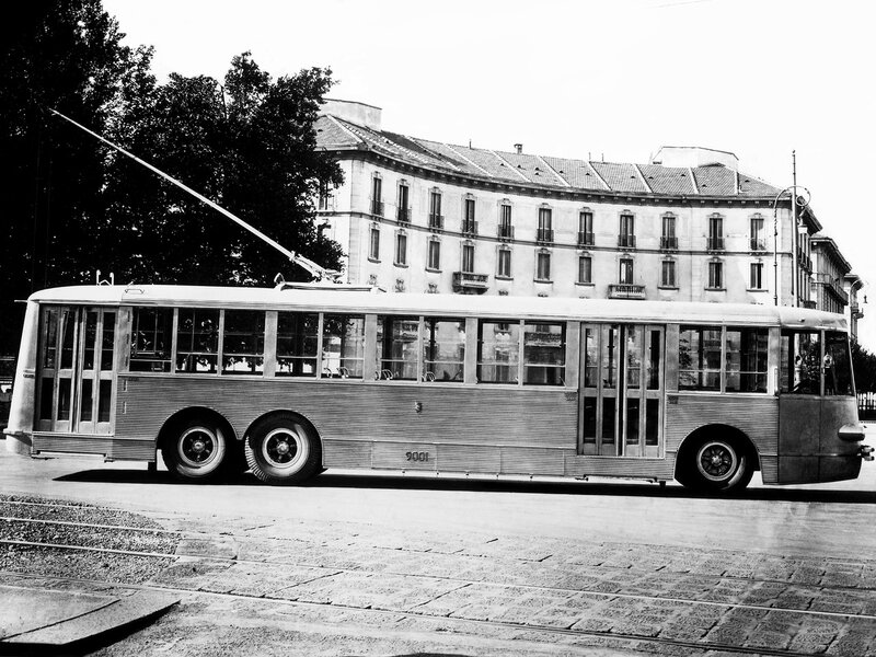 Vettura ATAG 9001 in Piazza Giulio Cesare