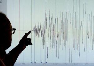 Последствия землетрясения — на Японию движется цунами