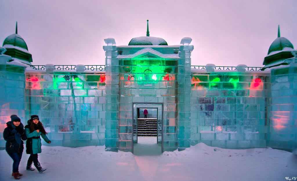Ледяная крепость (в стиле Любинского проспекта - одного из узнаваемых символов города)