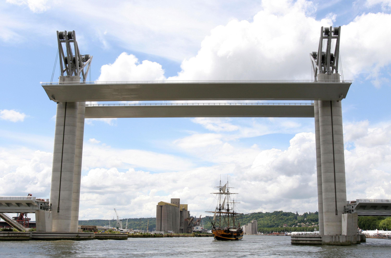 Самый высокий в Европе подъемный мост